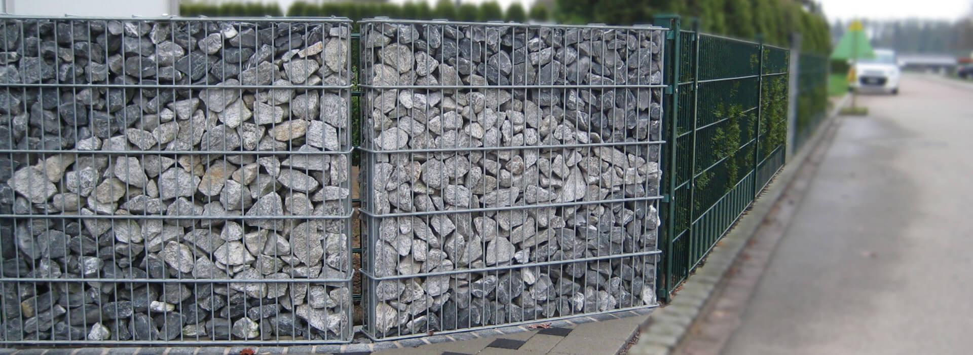 Gabionen mit Muster aus Stein